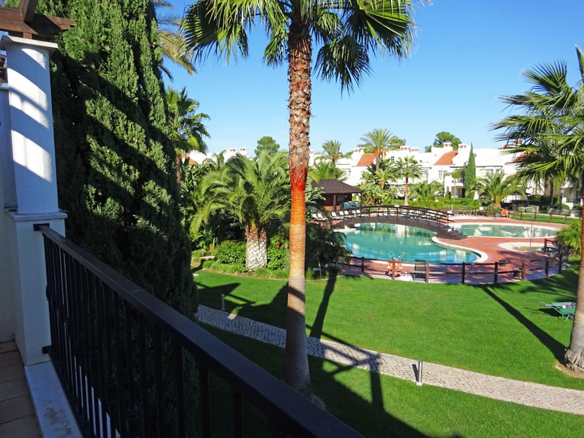 Palmyra F4 Pool View