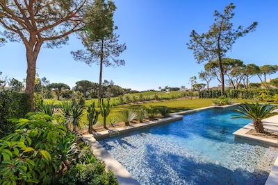 Thinking of buying a luxury villa in the Algarve, we have the skills to help