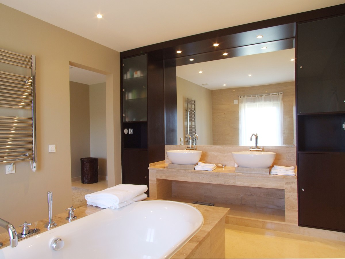 RLV Bathroom 1