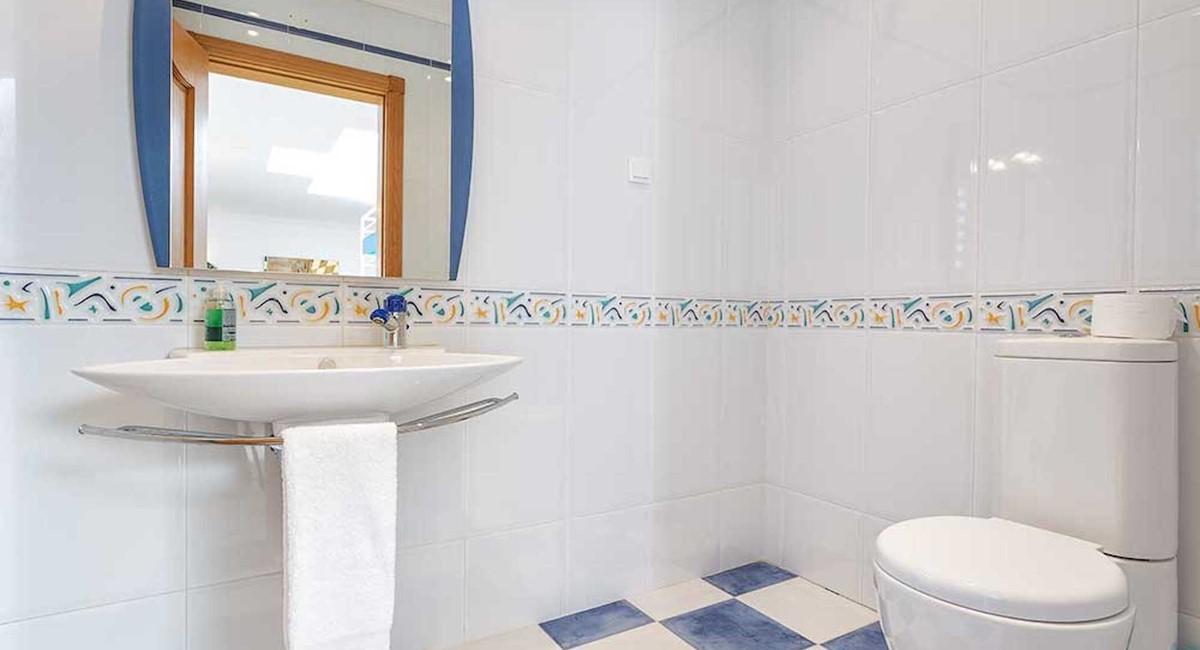 RLV Floor Social Bathroom