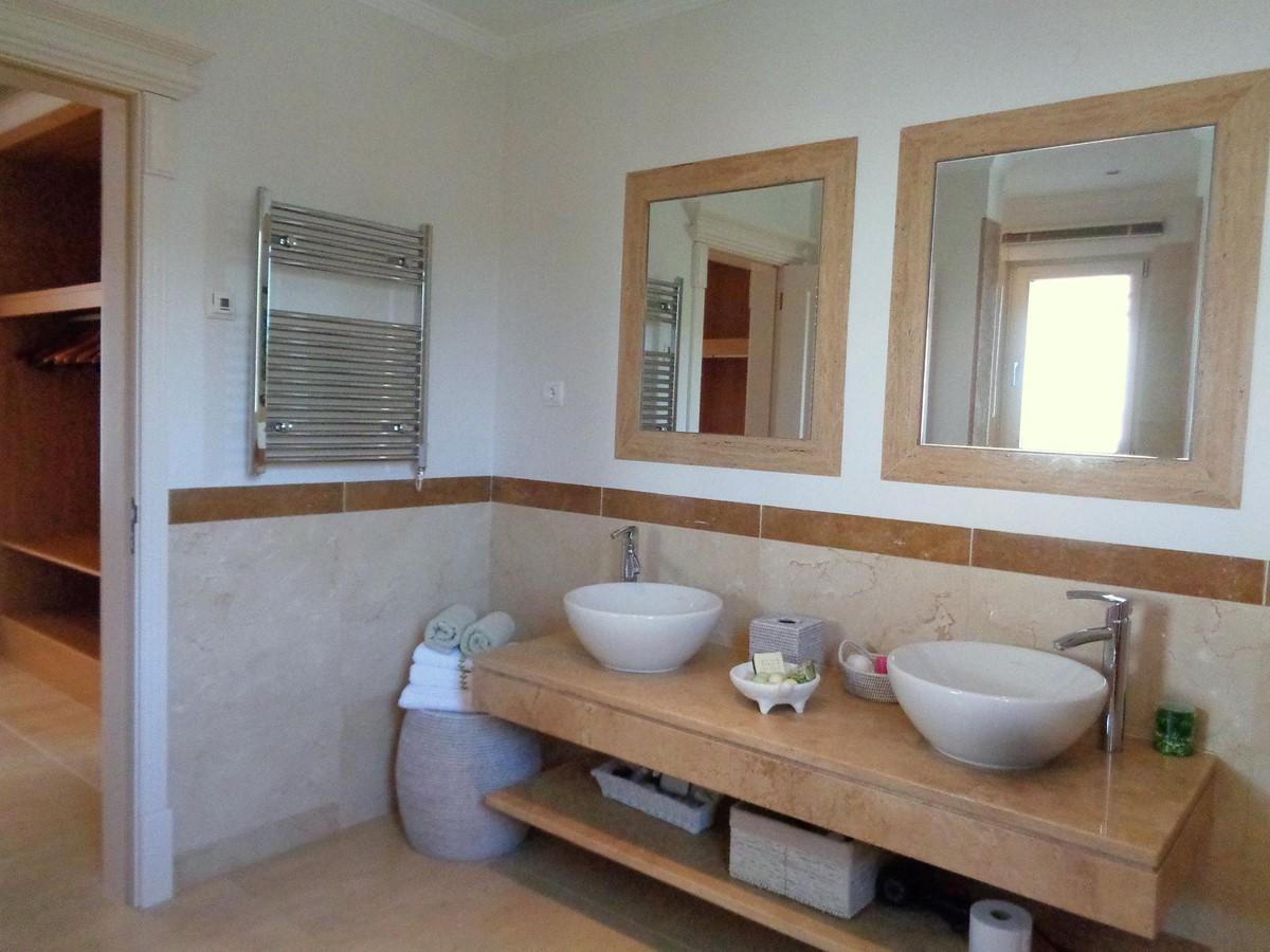 Rua Lira 35 Bathroom2