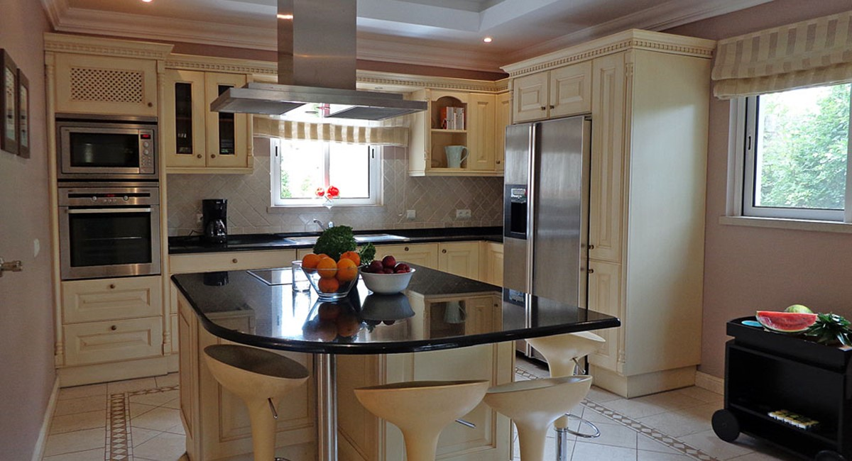Quinta Do Lago Luxury Villa Kitchen2jpg