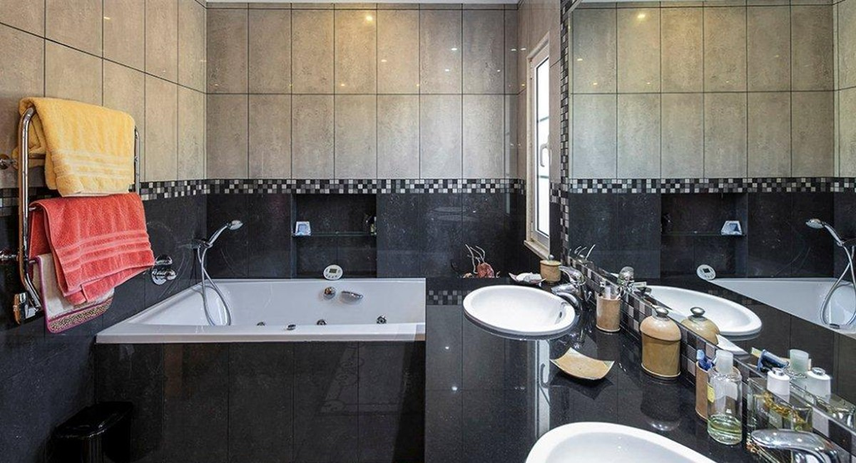 Quinta Do Lago Bathroom 1