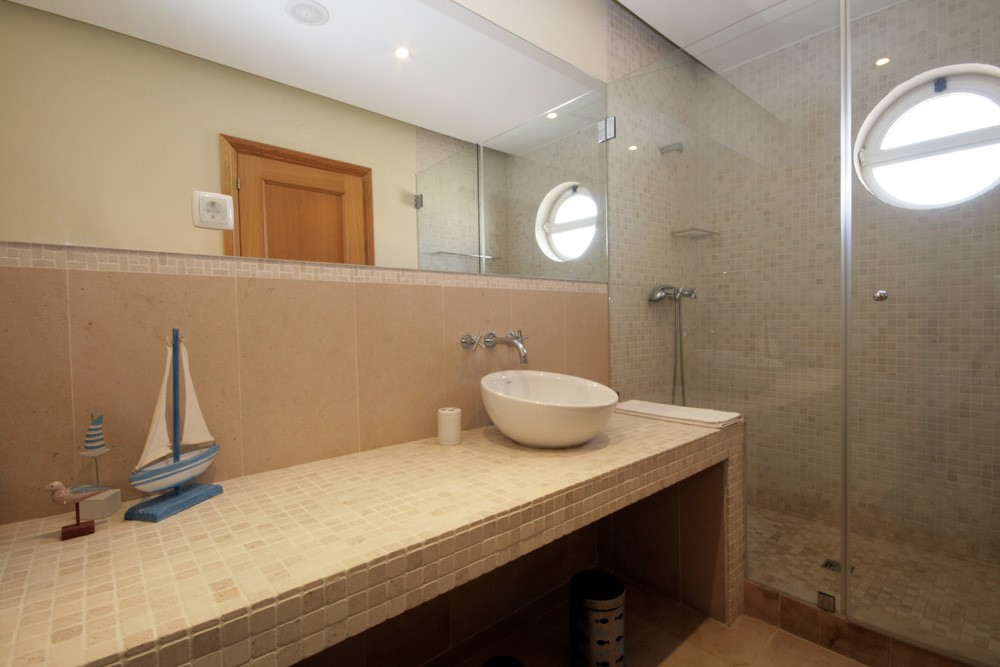 Varandas da Lago Guest Shower Room.jpg