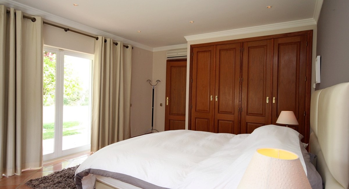 vale_do_lobo_luxury_villa_cottage_bedroom.jpg