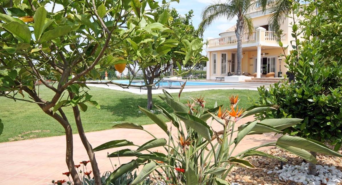 vale_do_lobo_luxury_villa_flowers.jpg