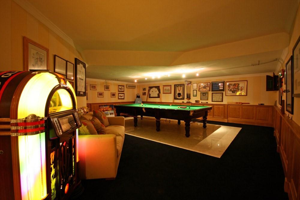 vale_do_lobo_luxury_villa_games_room.jpg