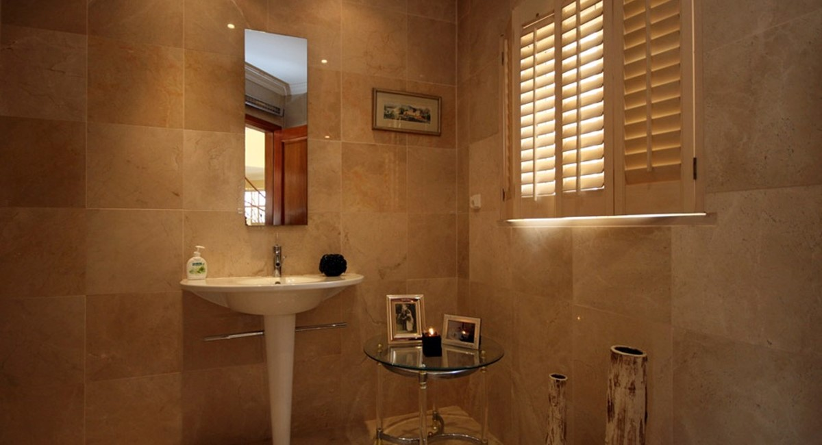 vale_do_lobo_luxury_villa_guest_bathroom.jpg