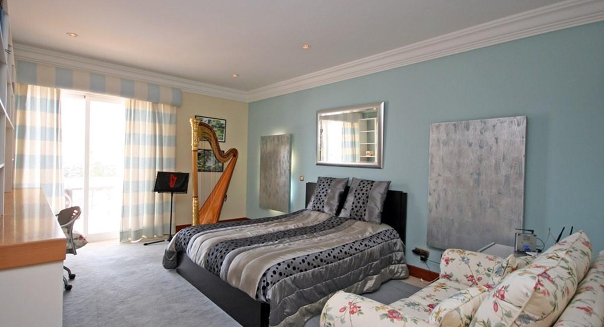 vale_do_lobo_luxury_villa_guest_bedroom.jpg
