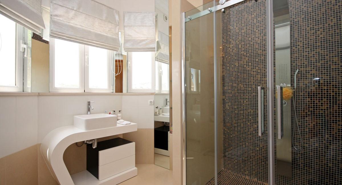 vale_do_lobo_luxury_villa_guest_suite_bathroom.jpg