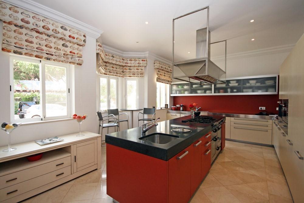 vale_do_lobo_luxury_villa_kitchen.jpg