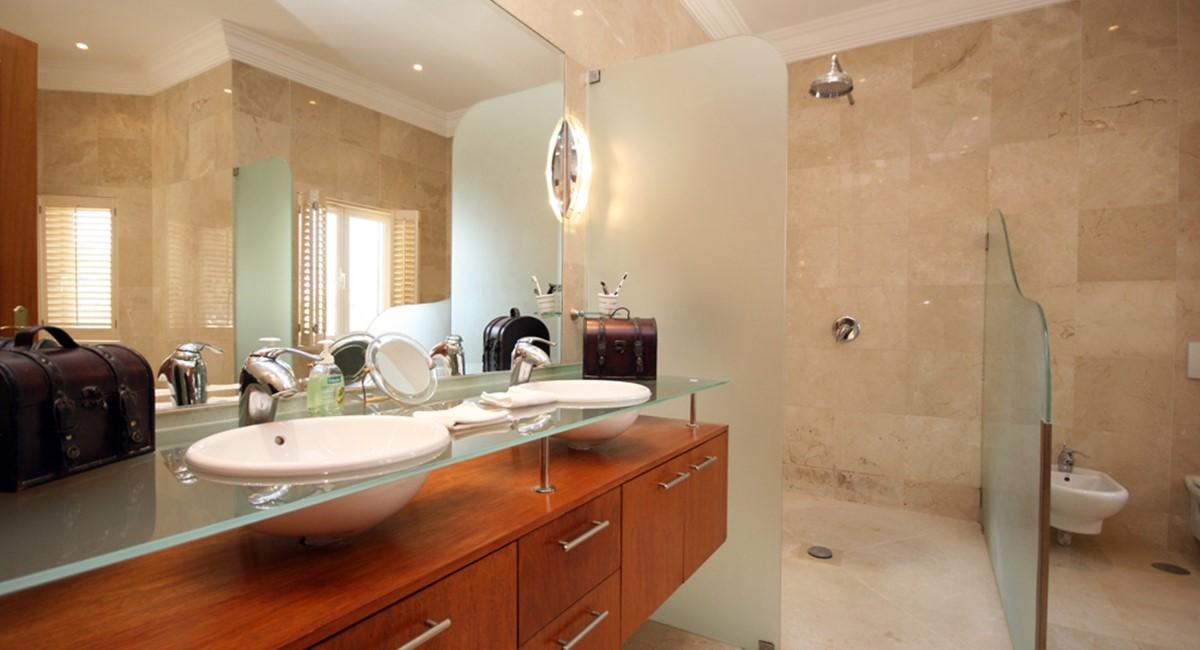 vale_do_lobo_luxury_villa_master_bedroom_ensuite.jpg
