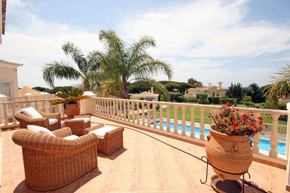 vale_do_lobo_luxury_villa_master_bedroom_terrace.jpg