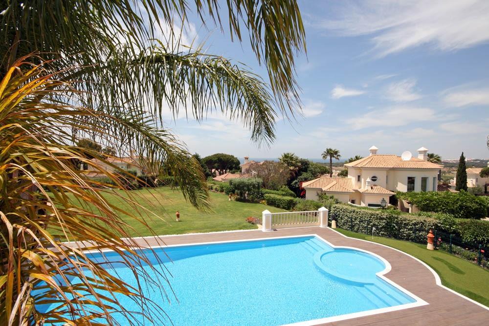 vale_do_lobo_luxury_villa_master_bedroom_views.jpg