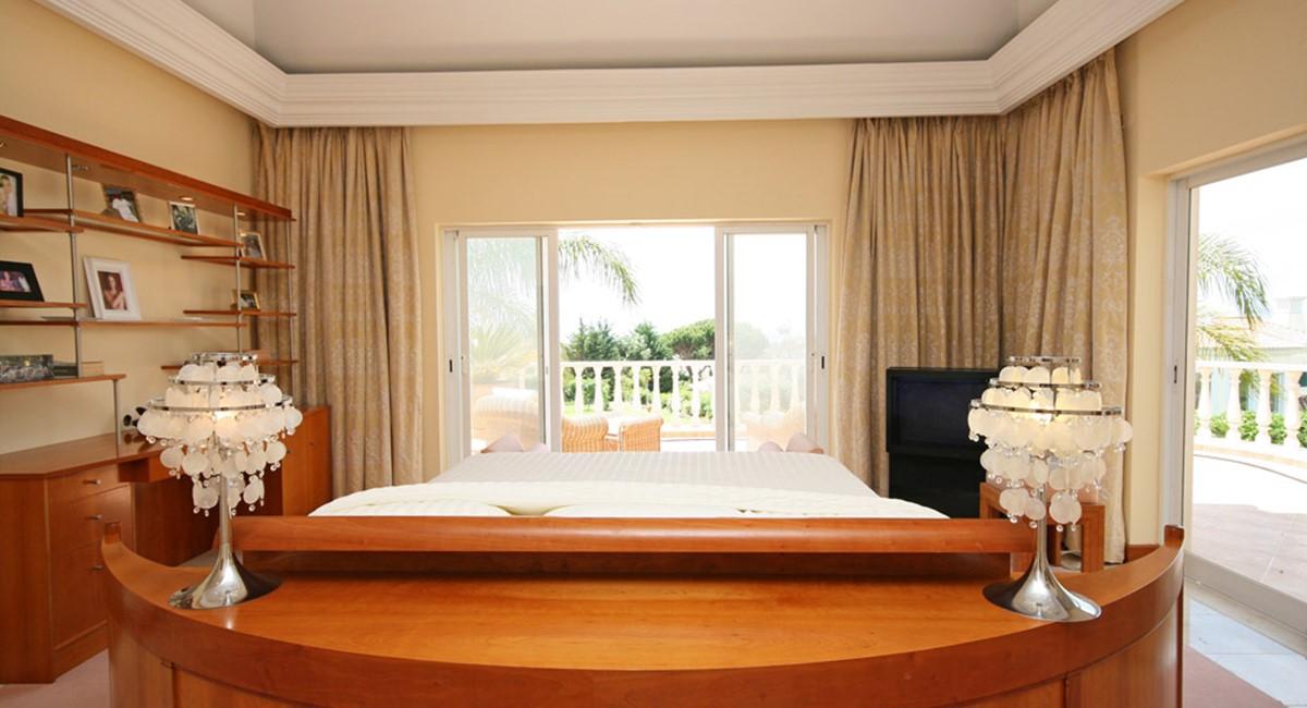 vale_do_lobo_luxury_villa_master_suite.jpg