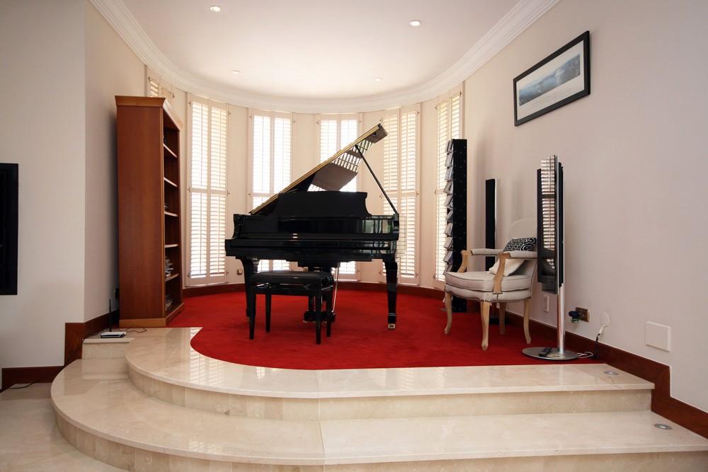 vale_do_lobo_luxury_villa_music_room.jpg