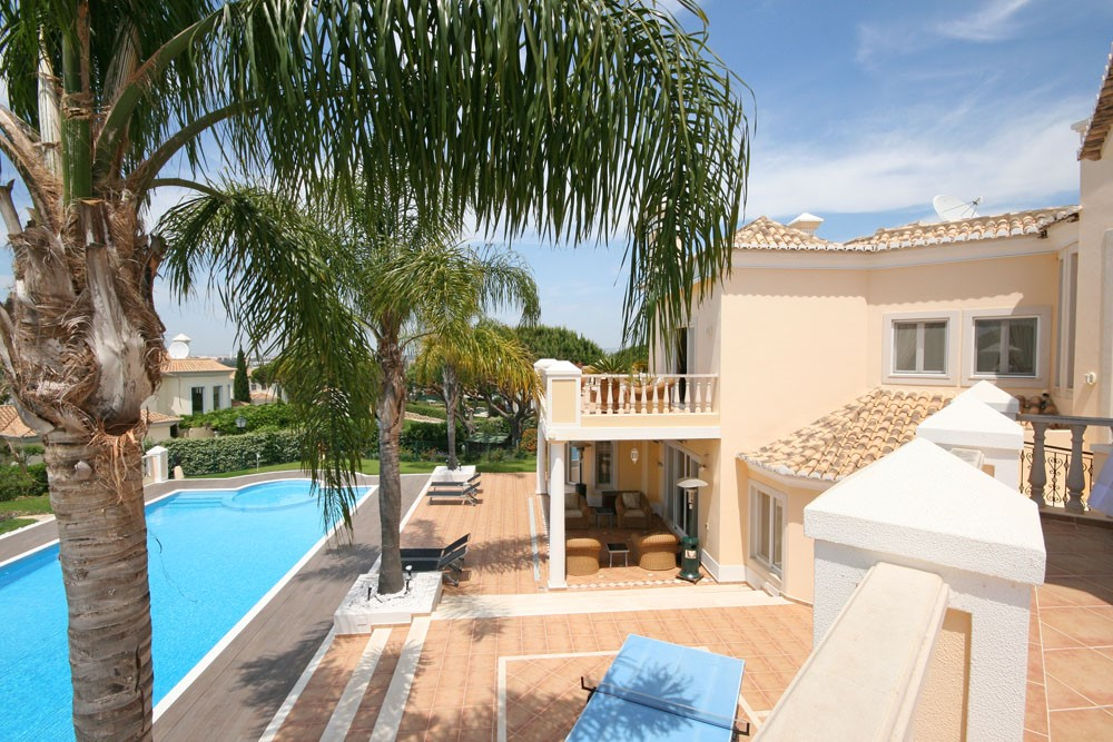 vale_do_lobo_luxury_villa_terrace_views.jpg