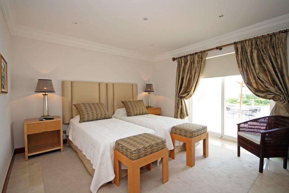 vale_do_lobo_luxury_villa_twin_bedroom.jpg