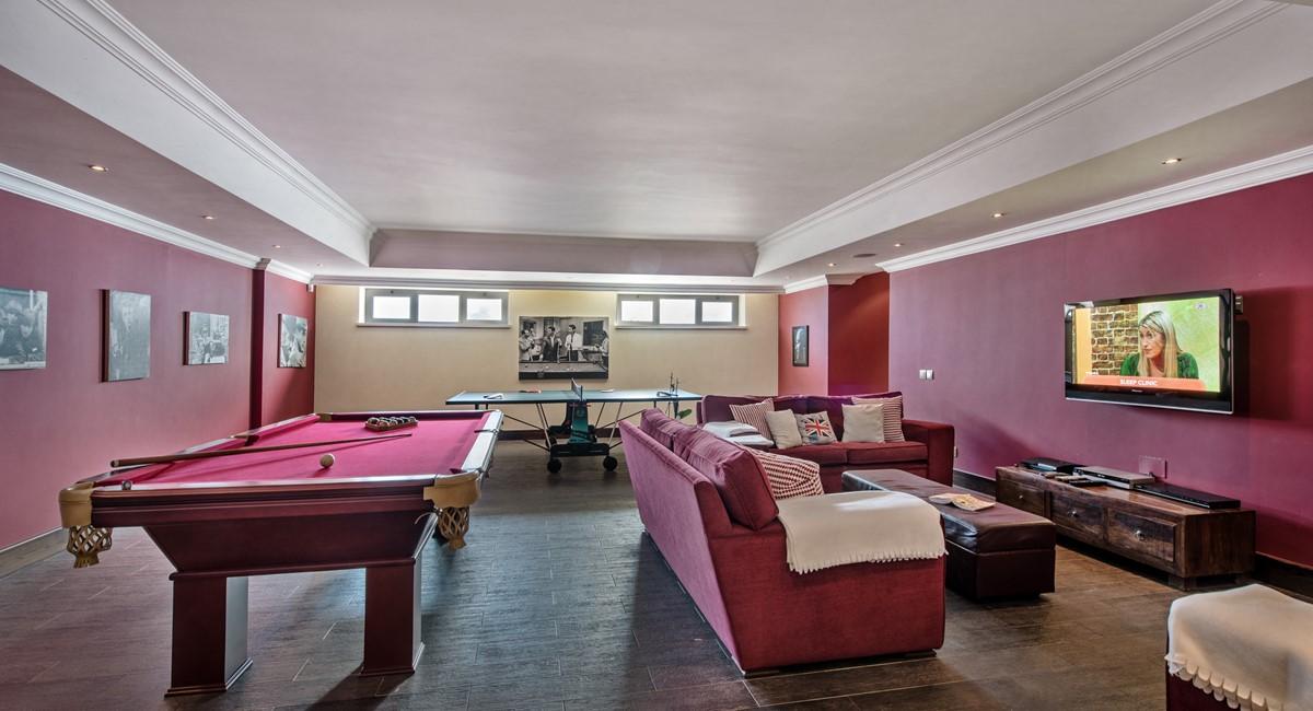 Villa Ironstone 50