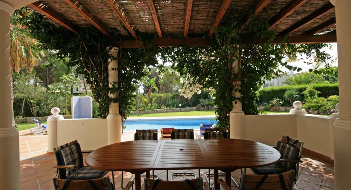 vilasol_luxury_villa_dining_terrace.jpg