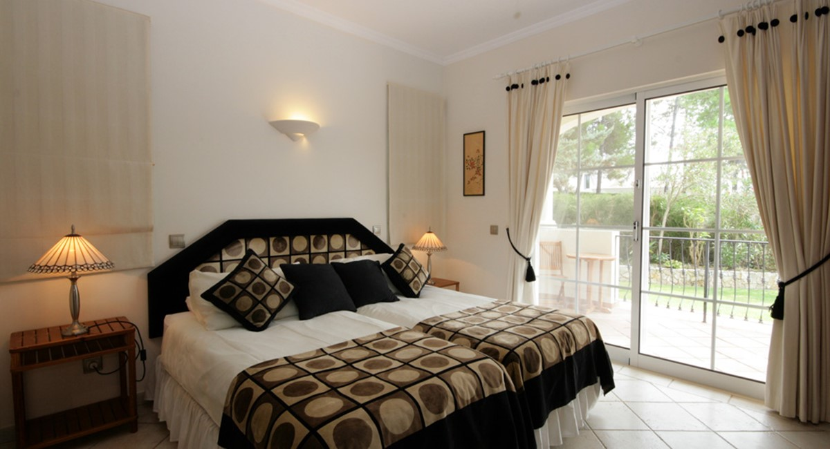 vilasol_luxury_villa_double_ensuite_bedroom.jpg