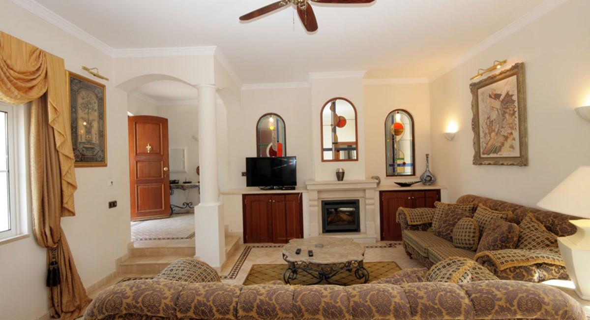 vilasol_luxury_villa_lounge.jpg