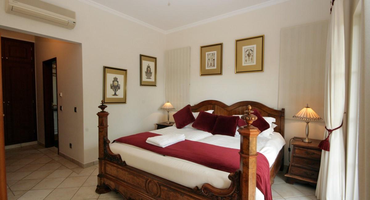 vilasol_luxury_villa_master_bedroom.jpg