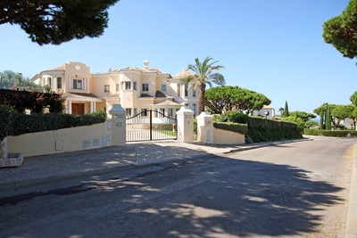 vale_do_lobo_golf_villa_roadside.jpg