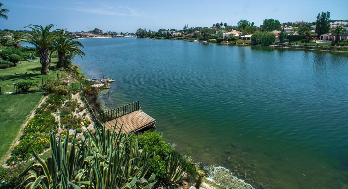 Lakeside 442 6