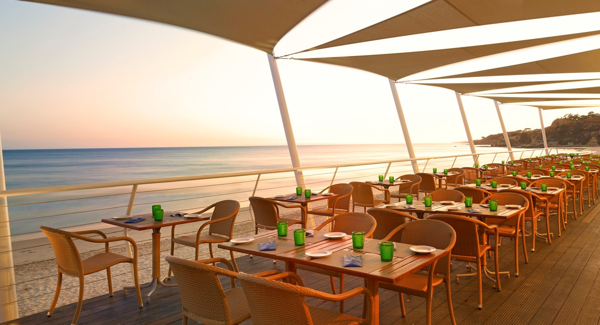 Lux199re 123226 Beach Club Restaurant