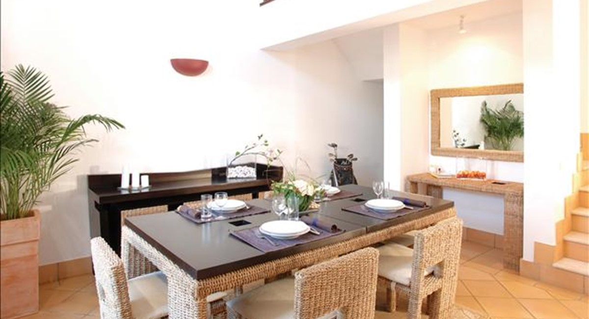 Deluxe Townhouse Dining Room