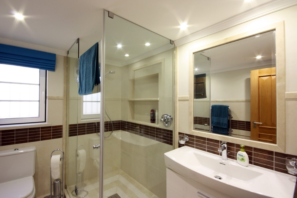 Pinheiros Altos Luxury Holiday Villa Basement Shower