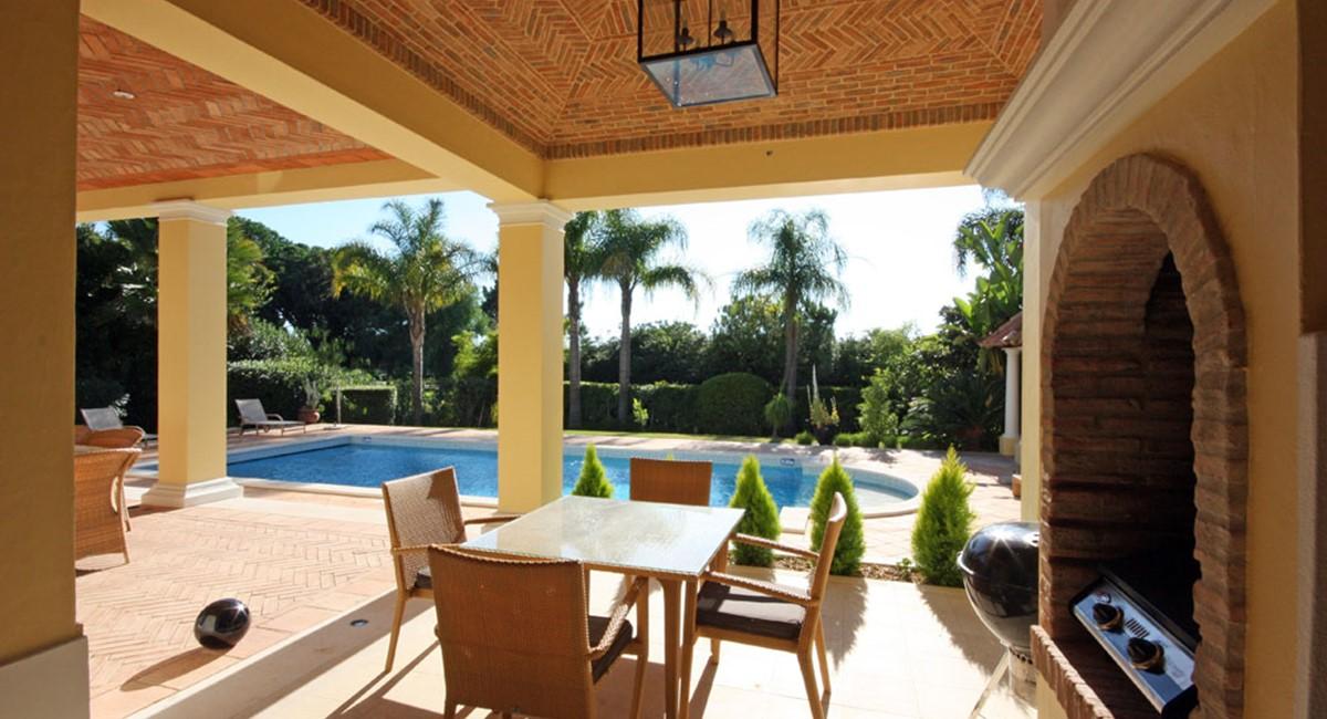 Pinheiros Altos Luxury Holiday Villa Bbq