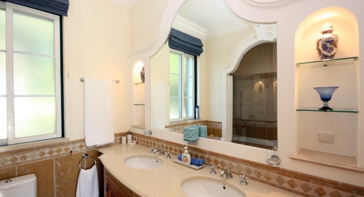 Pinheiros Altos Luxury Holiday Villa Guest Twin Ensuite