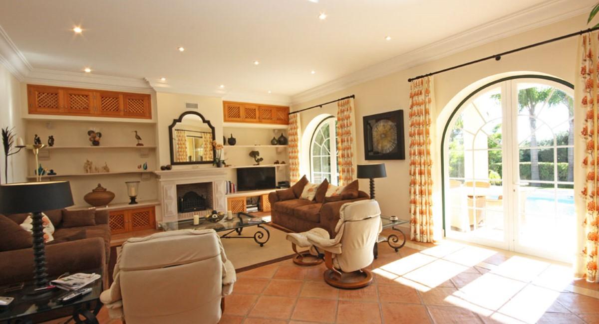 Pinheiros Altos Luxury Holiday Villa Loungeweb