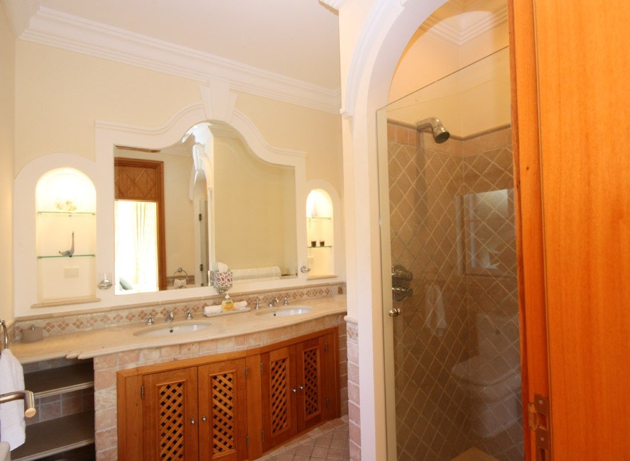 Pinheiros Altos Luxury Holiday Villa Shower