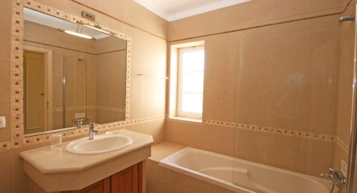 Varandas Das Lago Master Bathroom
