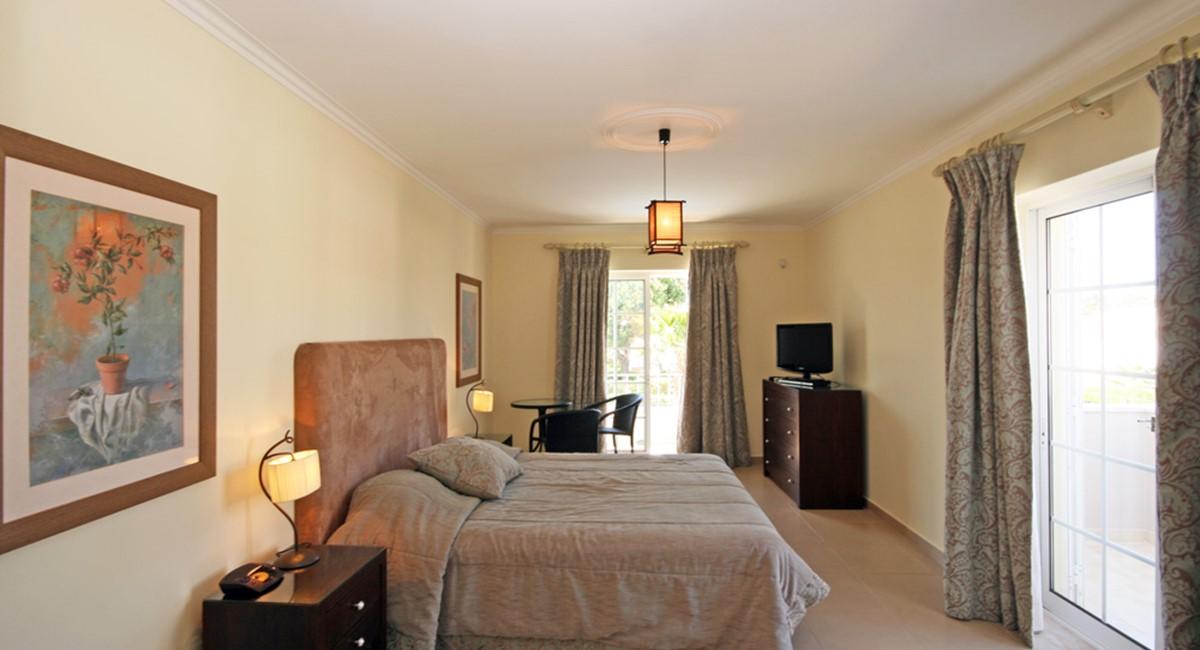 Varandas Das Lago Master Bedroom