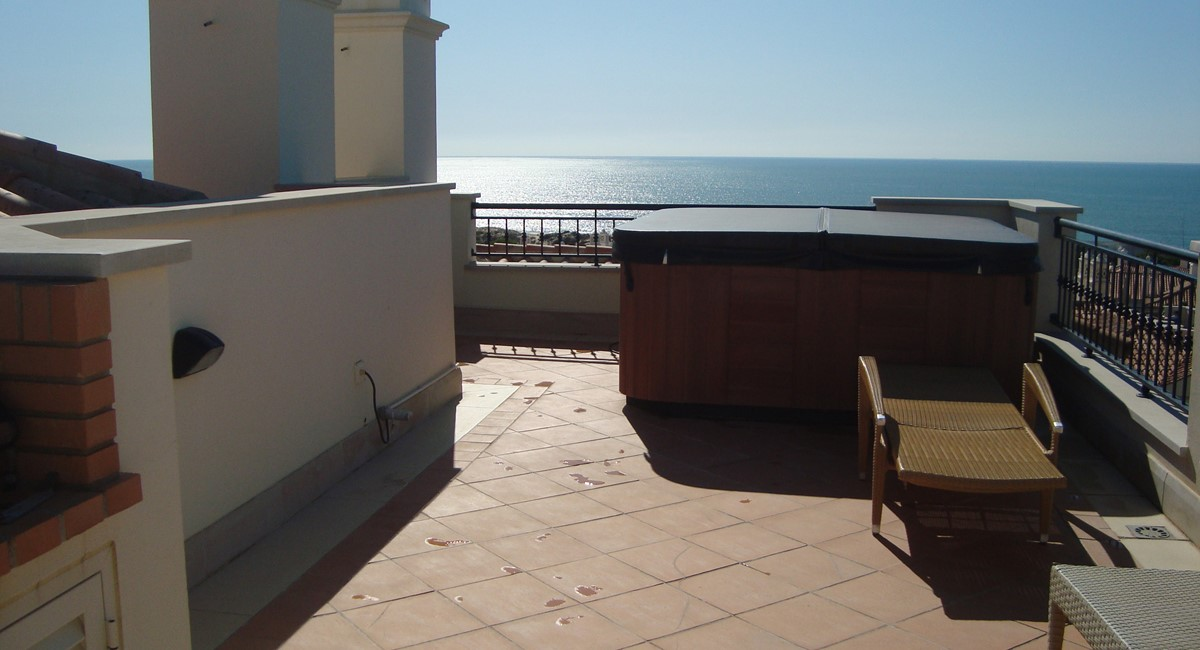 J52luxurytwobedroomupstairsapartmentwithwhirlpoolonroofterrace