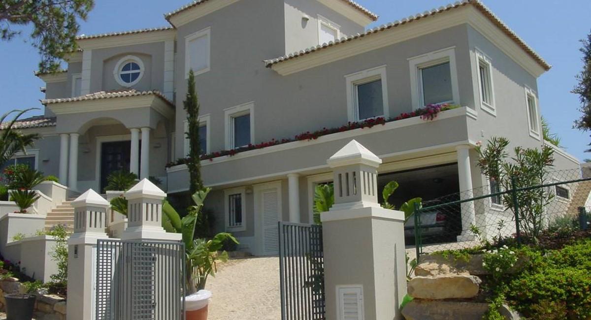 Deluxe 4 Bedroom Detached Villa With Pool 1 2