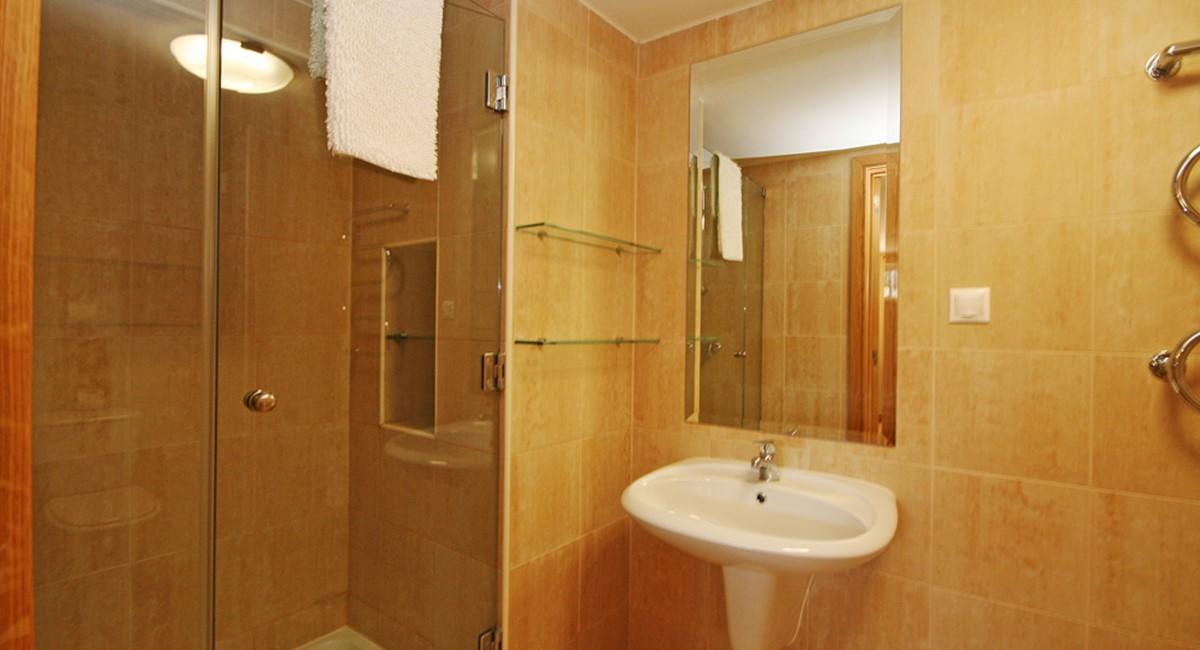 Palmyra Luxury Apartment Basement Bathroom