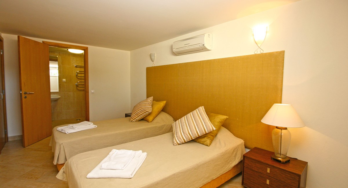 Palmyra Luxury Apartment Basement Bedroom