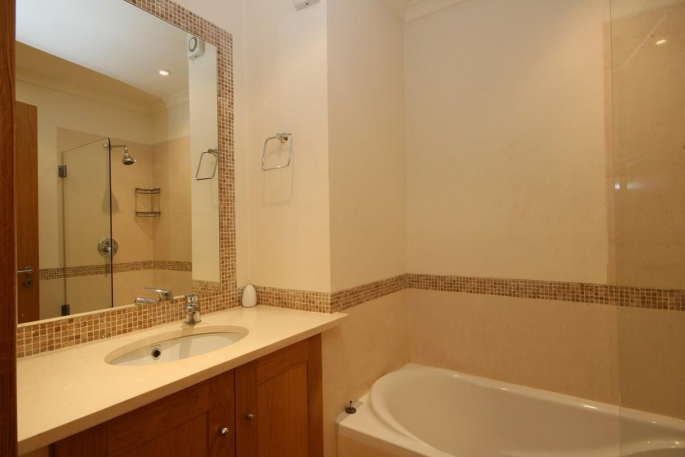 Palmyra Luxury Apartment Guest Bathroom