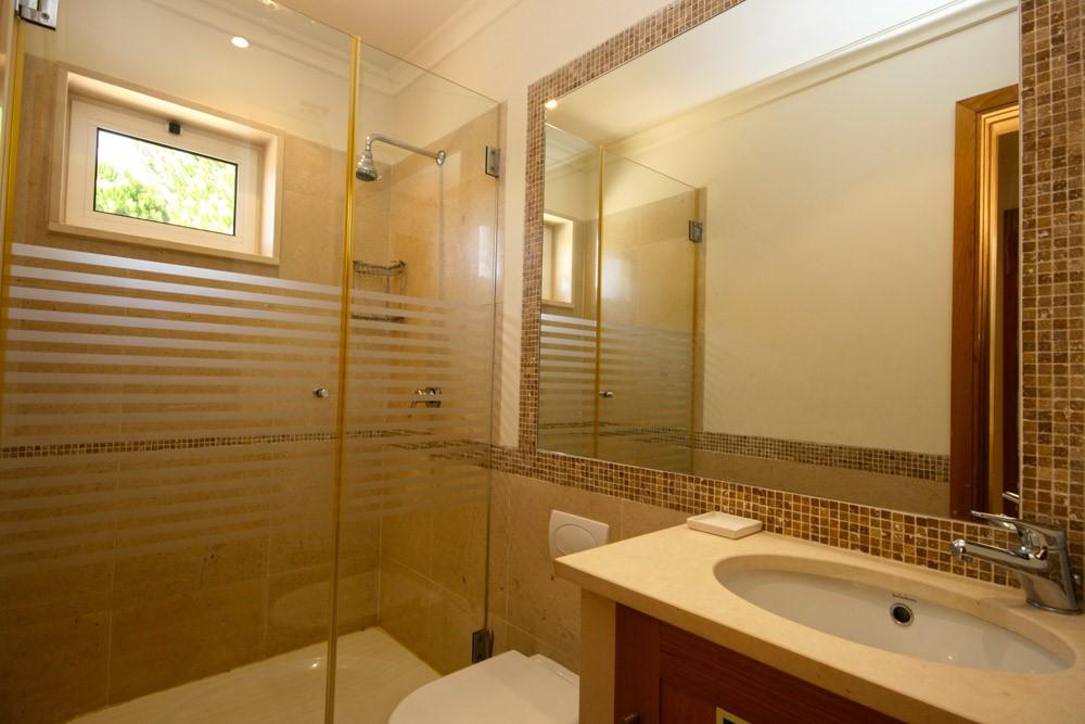 Palmyra Luxury Apartment Guest Shower