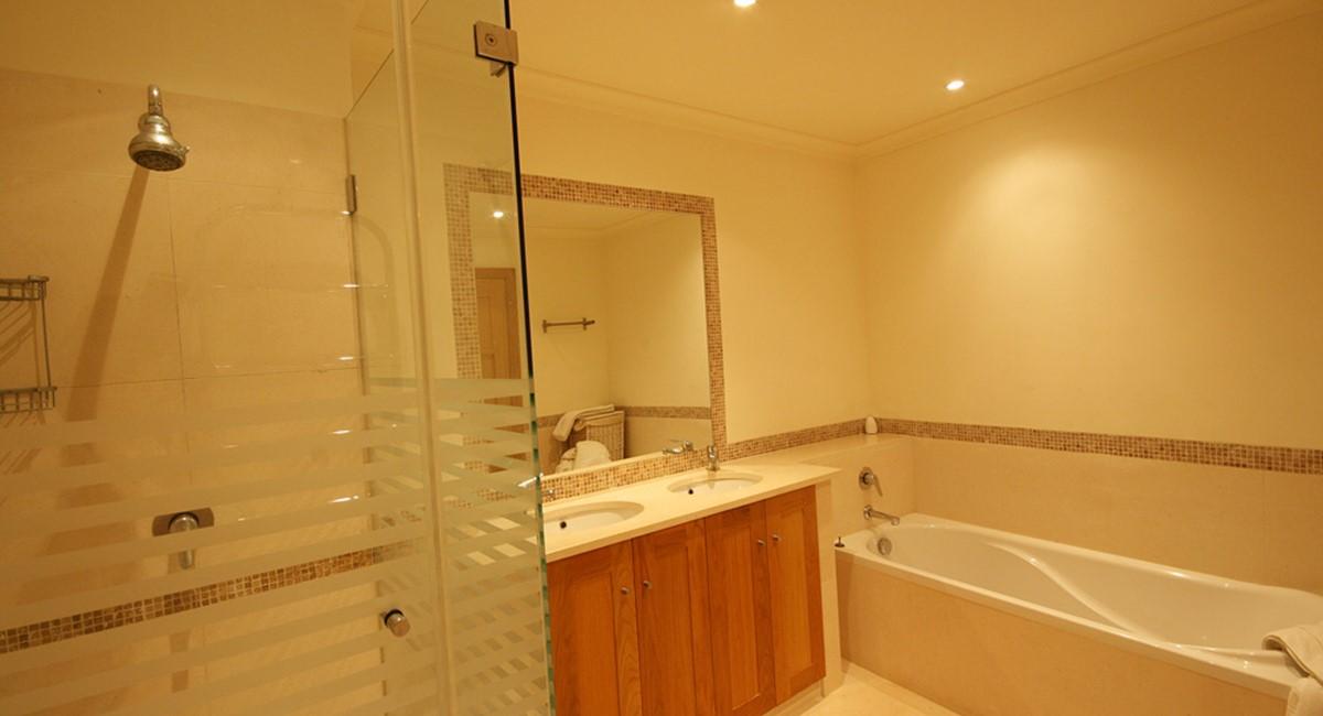 Palmyra Luxury Apartment Master Bathroom