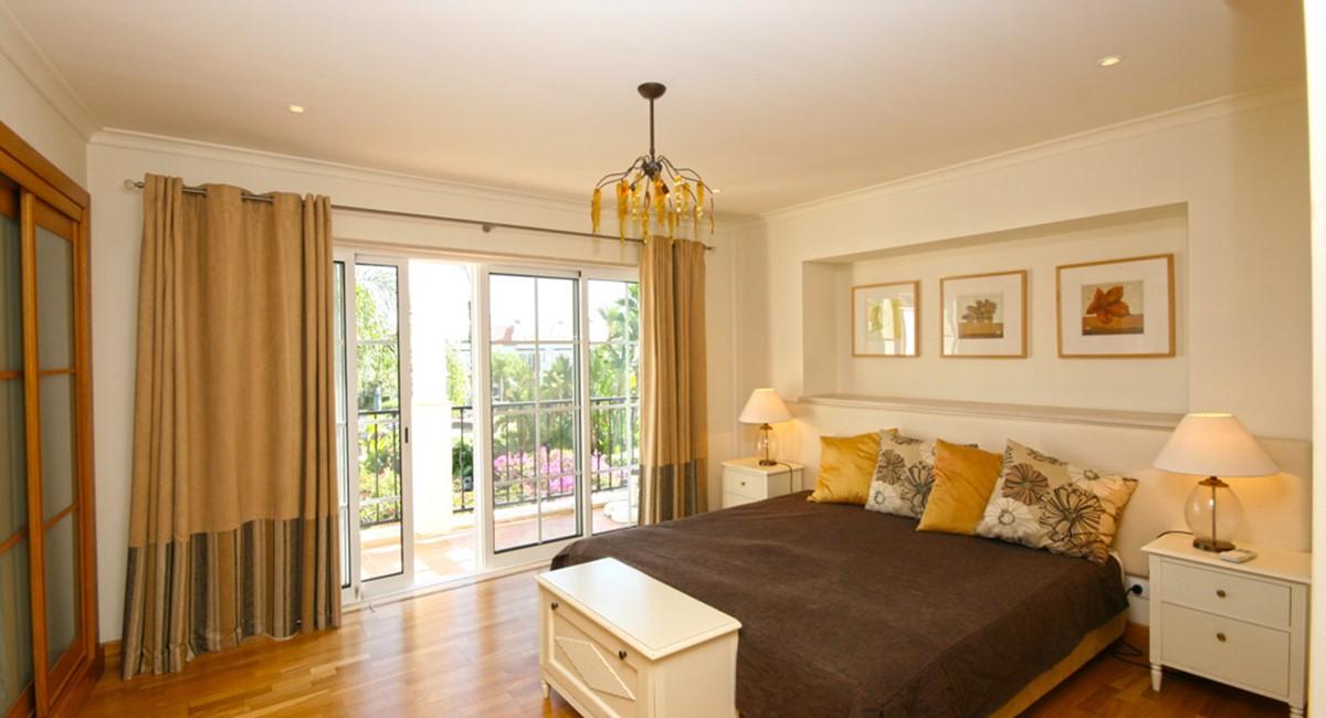 Palmyra Luxury Apartment Master Bedroom
