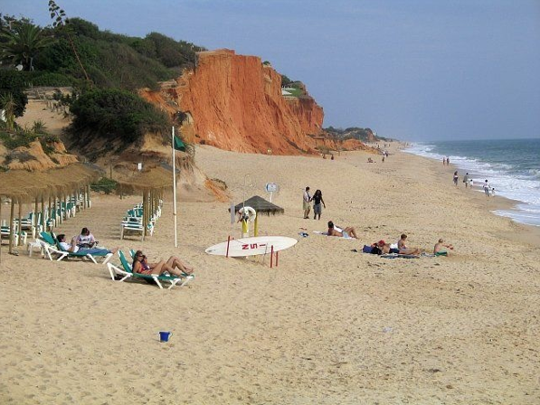 sunbathing and a clear ocean at Vale do Lobo