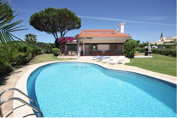 Why not try one of our villas on your holiday in Vale do Lobo