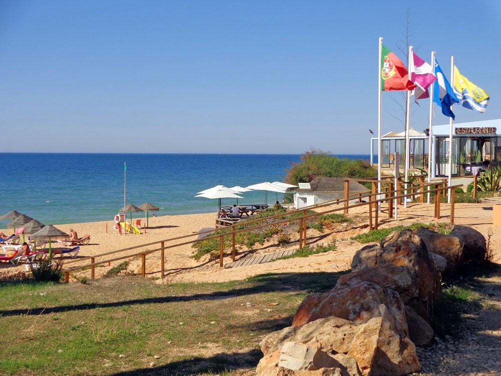 Praia Garrao Beach Restaurants