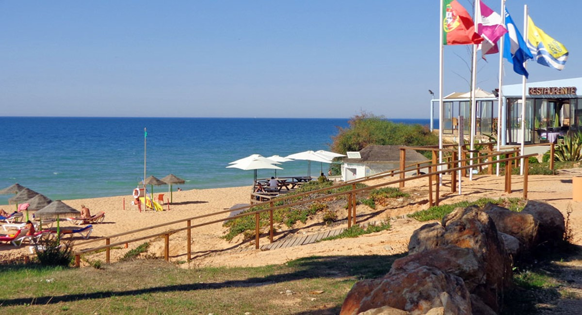 Praia Garrao Beach Restaurants